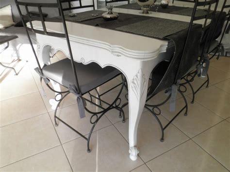 Chaise Blanche Salle A Manger 1278 by Table Style Proven 231 Al En Noyer Relook 233 E Blanc Patin 233 Gris