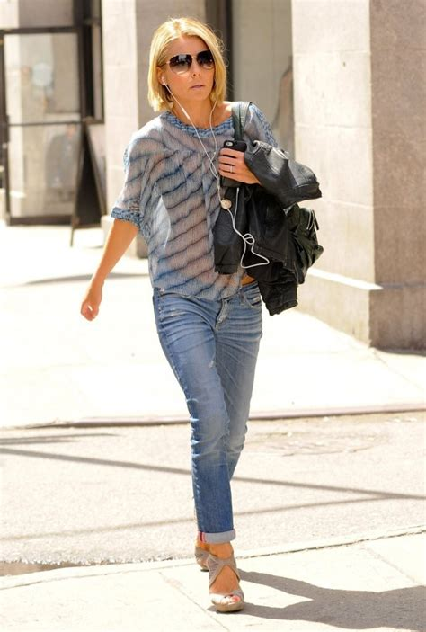 where did kelly ripa move to in nyc kelly ripa seen out in new york city kelly ripa hot