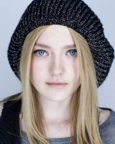 hollywood celebrities who graduated with honors in 2011 dakota fanning graduated with honors from north