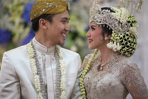 Make Up Pengantin Petty Kaligis javanese tale wedding ala byandra dan yadi di hotel