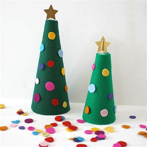 christmas activities for kids decorate the felt tree activity for buggy and buddy