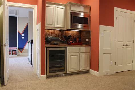 Wet Bar Photos   Burrows Cabinets   central Texas builder