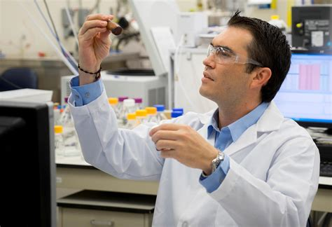 Cosmetic Scientist by Scientist Refines All Ingredients To Preserve Cosmetics