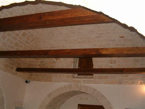 interno di un trullo file trulli alberobello interno01 apr06 jpg wikimedia