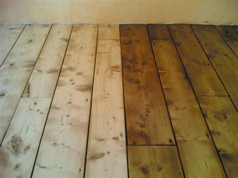 pavimento in tavole di legno levigatura tavole in abete luigi pavimenti in legno