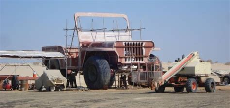 Largest Jeep In The World World S Largest Jeep Replica Blows It Up To 400 Scale