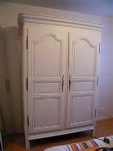 meuble ancien peint en blanc une armoire louis xiv en