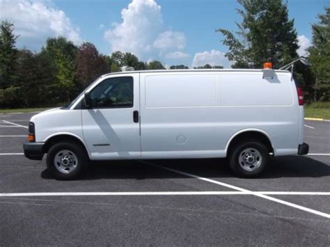 purchase used 2003 gmc savana 3500 cargo van with cab protector bin package in cortland ohio
