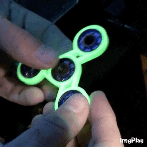 Fidget Spinner Fidget Spinner Handspinner Flip Fidget Lu Onoff fidget spinner glow gif find on giphy