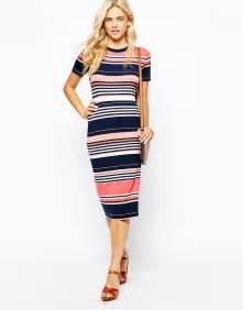 Mididress Menyusui Stripes beckham changes into stripe midi dress after new york fashion week show daily mail