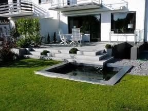 moderne terrasse moderne sitzecke garten kunstrasen garten