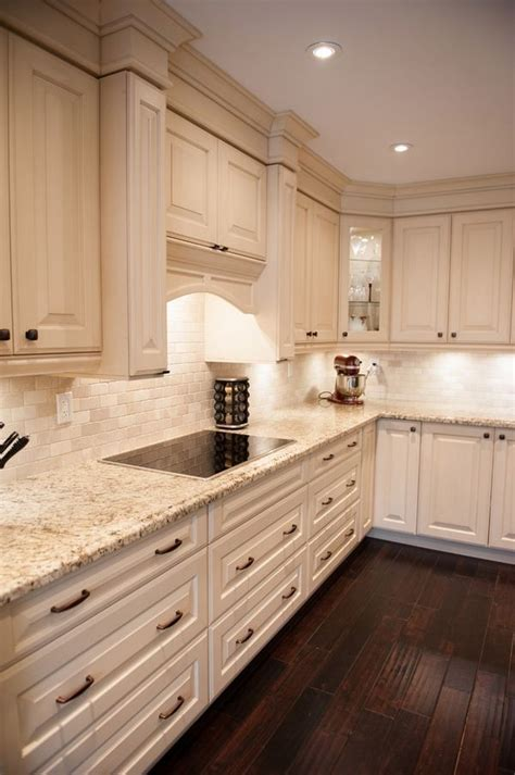 kitchen cabinets with light granite countertops 25 best ideas about granite countertops on pinterest