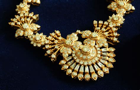 gold jewelry shopper s guide to buying gold jewelry in ok