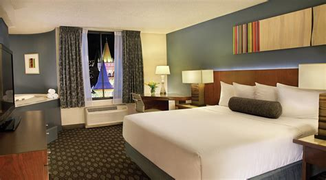 las vegas hotels with 3 bedroom suites luxor penthouses las vegas monte carlo resort and casino