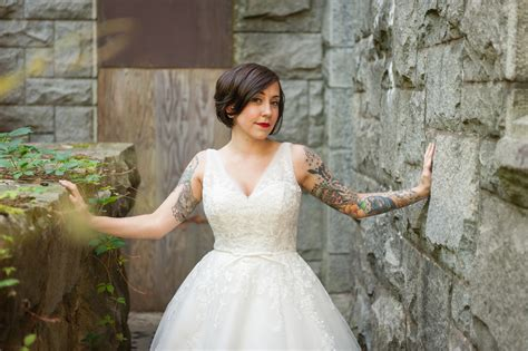 tattooed bride capitol inspiration offbeat modern tattooed brides