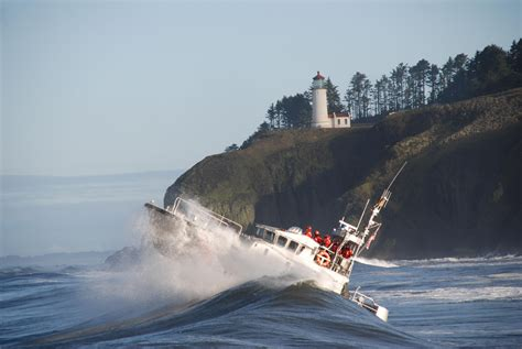 fishing boat accident on columbia river uscg motor lifeboat 47213 conducting surf operations near