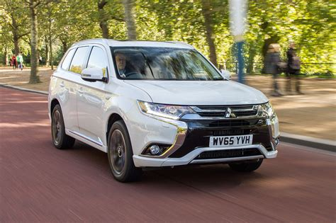 2017 white mitsubishi outlander 2017 mitsubishi outlander phev first look review