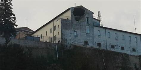 casa circondariale camerino evacuato il carcere di camerino crolli di chiese e