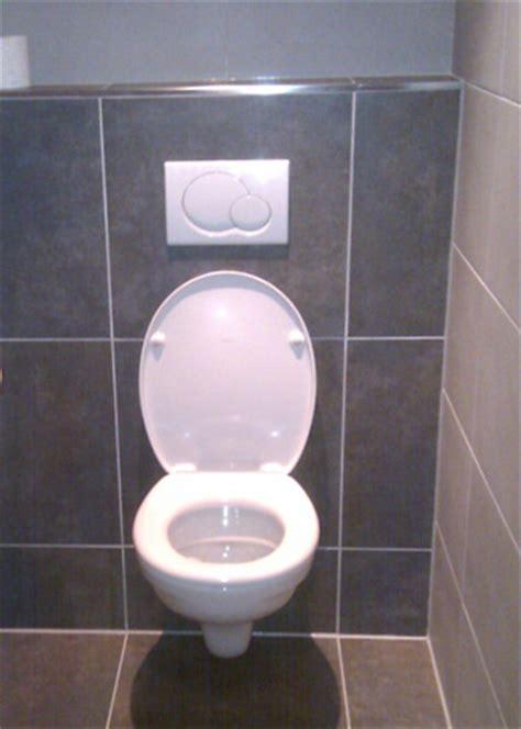 achterwand toilet betegelen ombouw wc betegelen