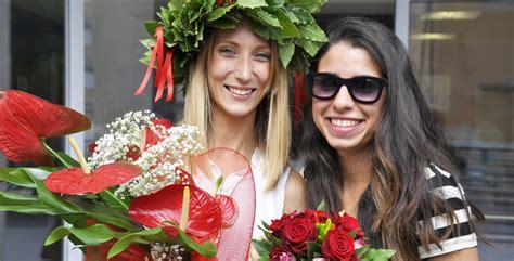 mazzo di fiori per laurea bouquet e mazzo di fiori per la laurea