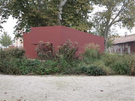 giardino delle vergini da una visita alla biennale di venezia giardini in viaggio