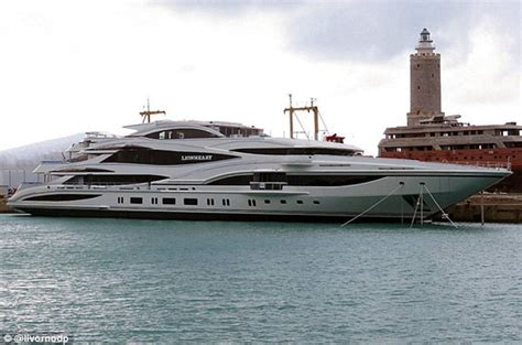 boat shop de queen ar lady green party loving superyacht queen who pocketed 163