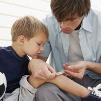 imagenes de niños que se caen c 243 mo curar correctamente una herida accidentes