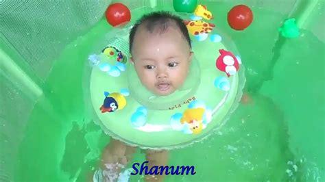 Bak Mandi Renang Bayi bayi renang di kolam bak mandi lucu baby spa baby