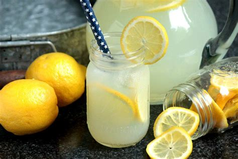 Handmade Lemonade - 25 family friendly drinks to serve at your next barbecue