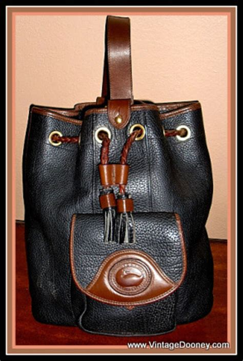 Tas Dooney Bourke Retro Drawstring Black 1 black chocolate large sling bag vintage dooney bourke awl vintage dooney bourke