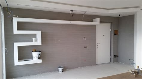mensola cartongesso parete decorata effetto striato e mensola in cartongesso 2