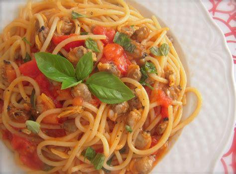 come si cucina spaghetti alle vongole ricetta giorno spaghetti alle vongole con pomodoro