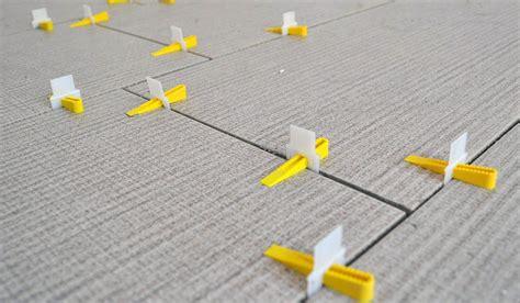 piastrellare su pavimento esistente come rivestire le superfici senza demolire