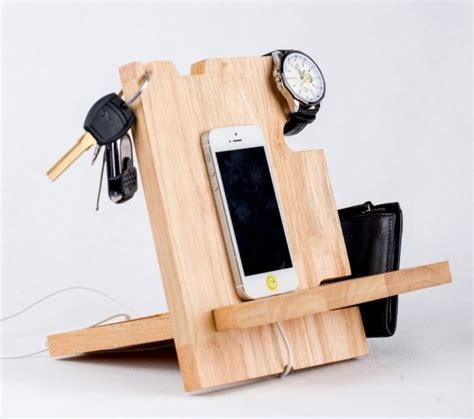 Wooden Smartphone Holder 1 how to make a wooden phone holder diy pallet cell