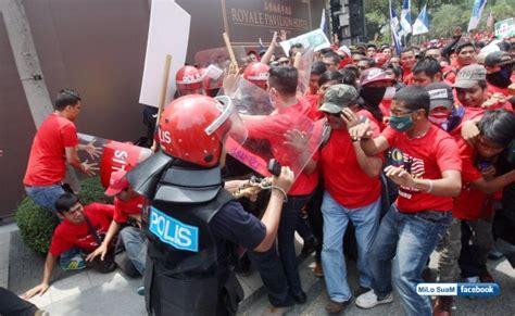 Baju Sosialis dialog rakyat pro politik