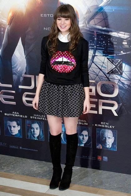 Sepatu Converse Bergambar 10 selebriti yang til stylish dengan sweater bergambar