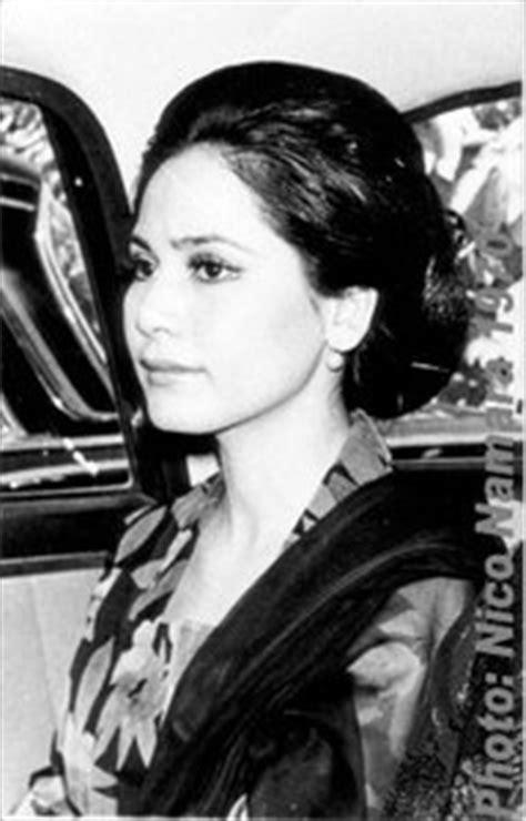 biography presiden soekarno dewi soekarno wife of presiden soekoarno kebaya