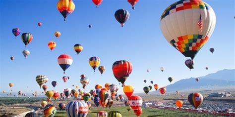 palloni volanti fuoriporta le mongolfiere invadono ferrara tviweb