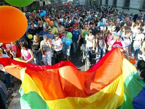 a駻oport de si鑒e social a maggio il primo bergamo pride in citt 224 la marcia per i