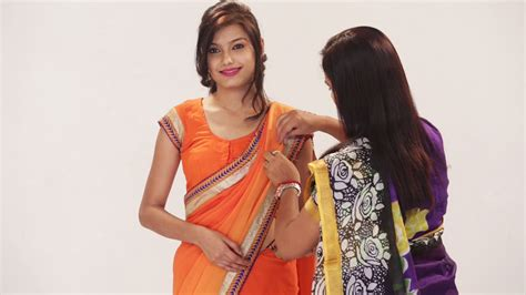 how to drape a saree perfectly how to wear a saree perfectly to look slim ways to wear