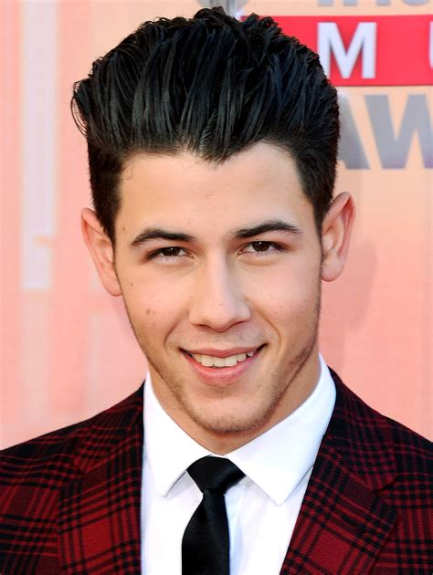 nick jonas no nick jonas does not 3 front teeth the singer and