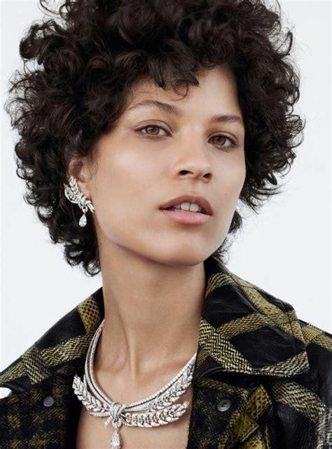 peinados para pelo corto y rizado mujer 1001 ideas de pelo corto rizado cortes y cuidado