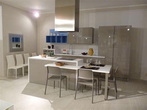 cucina con tavolo tavolo isola cucina top cucina leroy merlin top cucina