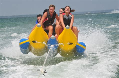 banana tube boat ride in goa banana boating yoloboatrentals