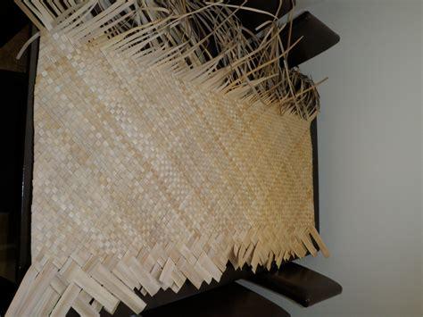 weaving mat weaving pandanus mats in the cook islands jen s dabbles