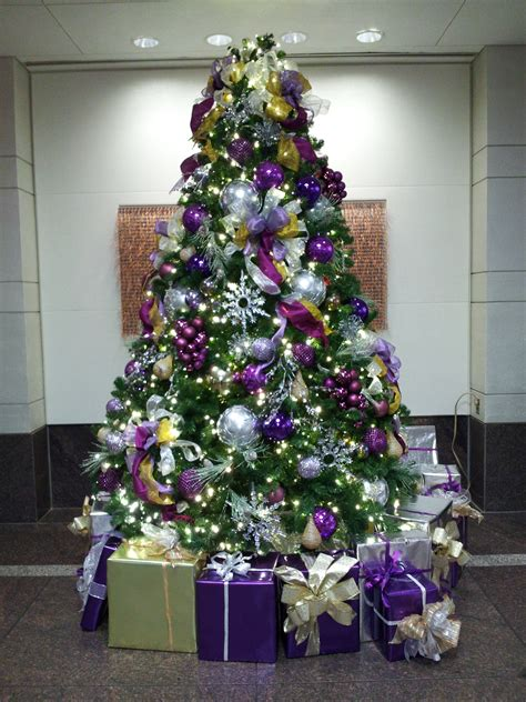 pictures of decorated purple christmas trees the schumin web 187 now that is can we talk about the decor for a moment