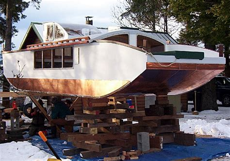 build a house boat building a triloboat build a houseboat