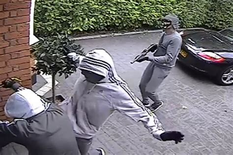 pattern gang london police hunt for shotgun gang who pulled up in a porsche to