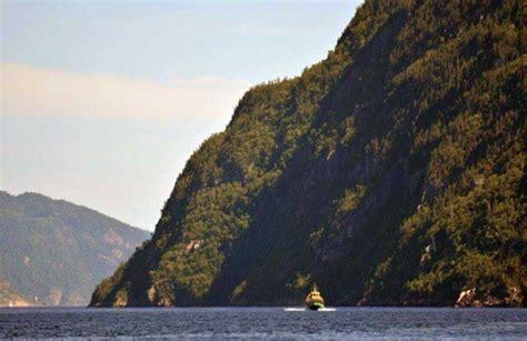 bateau mouche fjord bateau mouche sur le fjord anse saint jean canada