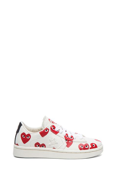play shoes lyst play comme des gar 231 ons low top canvas sneakers in white